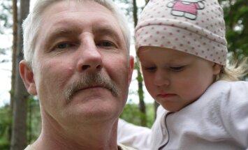 Piecu bērns tēvs no Smiltenes: lielais solis ir apņemšanās izaudzināt svešu bērnu