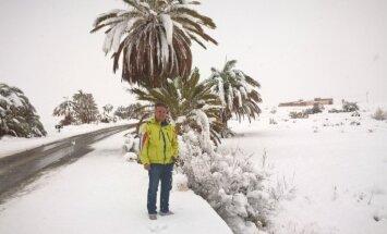 Foto: Pēc vairāku desmitgažu pārtraukuma Marokā pirmoreiz uzsnidzis sniegs