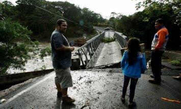 Foto: Orkāns 'Otto' Kostarikā laupījis deviņu cilvēku dzīvību