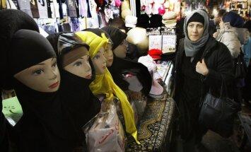 Par 'prostitūcijas izplatīšanu' apcietināti 12 Irānas modes industrijas darbinieki