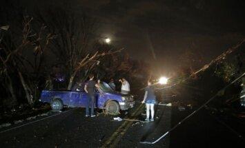 Foto: Tornādo plosās Teksasā; bojā gājuši 11 cilvēki