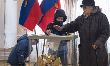 Opozīcija un nevalstiskās organizācijas ziņo par pārkāpumiem Krievijas prezidenta vēlēšanās