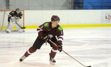 Latvijas U-20 hokeja izlase pēdējā pārbaudes spēlē pirms PČ zaudē Kazahstānai
