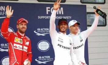 Hamiltons sesto reizi karjerā uzvar F-1 Ķīnas posma kvalifikācijas sacensībās
