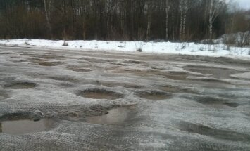 Kravas auto Jelgavas novadā nāvējoši notriec jaunieti