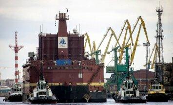 'Greenpeace' protestē pret Krievijas peldošo atomelektrostaciju Baltijas jūrā