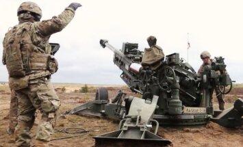 Video: Kā Latvijas, ASV un Kanādas karavīri kopīgās mācībās 'muskuļus trenēja'
