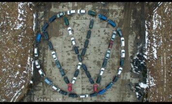 Auto emblēmu veidošanas trakums Rumbulā turpinās – šoreiz VW