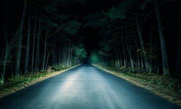 Vai Liepājas pašvaldības policistiem naktī nebūtu jāapstājas pie raudošas pusaudzes, jautā aculieciniece