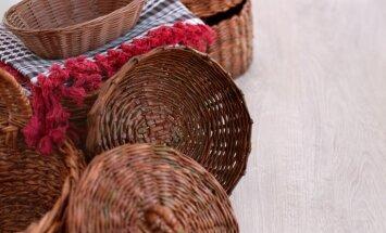 Kā iztīrīt gružu pilnos un noputējušos pītos grozus