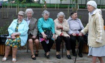 Ministrijas uz vecuma pensijām raugās pārāk optimistiski, pauž pensionārs