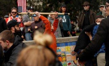 Foto: Trampa atbalstītāji demonstrācijā saplūcas ar oponentiem