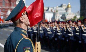 Rietumu prese aicina Krieviju no 9. maija netaisīt kultu