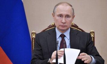 Universitātes rektora meita paziņo, ka Putina doktora disertāciju sarakstījis viņas tēvs