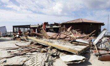 Foto: Portugālē plosās viesuļvētra 'Leslija'