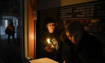 Krimā veidojas garas rindas pēc maizes, degvielas un svecēm