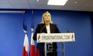 Lepēna mudina neļaut imigrantu bērniem Francijā saņemt bezmaksas izglītību
