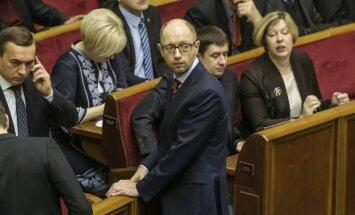Porošenko: Jaceņuks arī turpmāk paliks Ukrainas premjera amatā