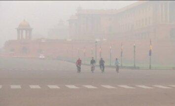 Video: Indijas galvaspilsēta slāpst smoga mākoņos