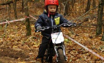 Bērns grib nodarboties ar mototriālu – vai tas ir droši?