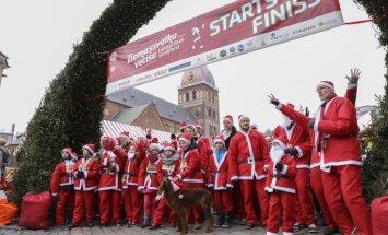 Ikgadējā Ziemassvētku vecīšu skrējienā vāks līdzekļus bērniem ar kustību traucējumiem