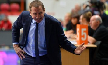 Darussafaka head coach David Blatt