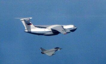 Britu 'Eurofighter' iznīcinātāji pie Baltijas valstīm pārtvēruši trīs Krievijas lidmašīnas