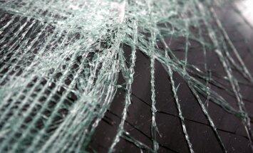Ceļu satiksmes negadījuma dēļ bloķēta satiksme uz Liepājas šosejas
