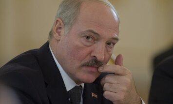 Lukašenko pieprasa tirdzniecību ar Krieviju veikt dolāros vai eiro