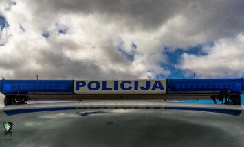 Četru auto avārijā Rīgā iesaistīta arī policijas mašīna