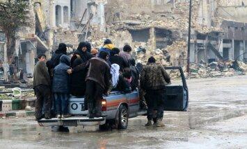 Alepo austrumdaļas evakuācija atlikta Krievijas un Sīrijas nesaprašanās dēļ