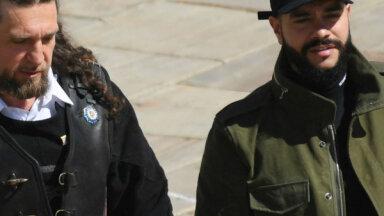 Reperis Timati Putina inaugurācijas ceremonijā ierodas naģenē un kedās