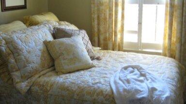 Maza istaba! Kā vizuāli to padarīt lielāku?