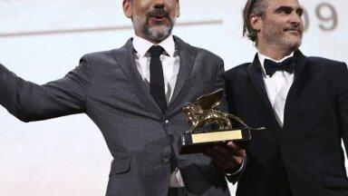 Pārsteigums Venēcijā – 'Zelta lauvu' kā labākā filma saņēmusi Toda Filipsa 'Džokers'