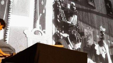 Foto: Rīgas Starptautisko kino festivālu atklāj ar koncertu un mēmo filmu