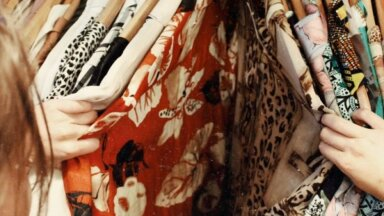 Народные приметы: что будет, если надеть одежду наизнанку или задом наперед