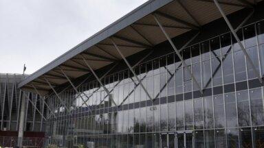 PČ hokejā: Daugavas stadiona ledus treniņu hallē sākts ledus saldēšanas process