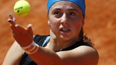 Ostapenko ar pārliecinošu uzvaru pārtrauc 'French Open' neveiksmju sēriju