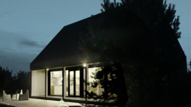 Latviešu klēts mūsdienīgā izpildījumā – dizaina māja Bernātos