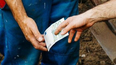 Izrakt kapu, aiznest zārku, varbūt samaksāt nodokļus – apbedīšanā firmu daudz, naudas maz