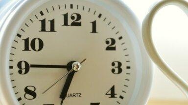 Naktī no sestdienas uz svētdienu pulksteņa rādītāji jāgriež stundu atpakaļ