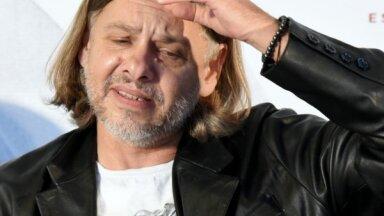 Džilindžers atkāpjas no amata un paziņo par turpmākas darbības pārtraukšanu Latvijas teātros