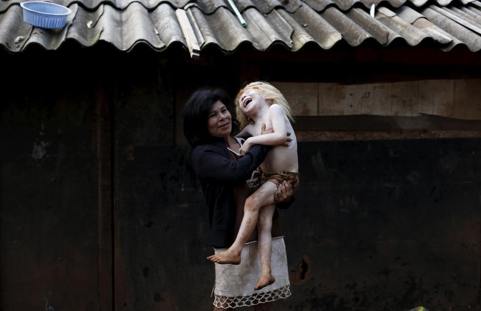 Девочка няша изучает своё тело эротика 3 фотография
