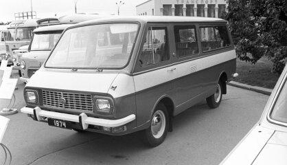 """1976 год: На конвейере — """"рафик"""", на экранах — """"Ирония судьбы"""""""