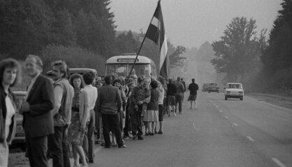 """1989 год: Балтийский путь, положение в советских балтийских республиках, """"Чикагская пятерка"""" в Латвии"""