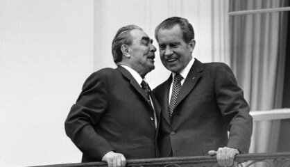 1972 . gads: Niksons tiekas ar Brežņevu, ķīlnieku krīze Minhenē, kino ienāk 'Krusttēvs'