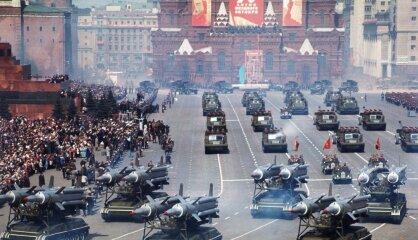 """1967 год: """"Лунные годы"""", 50-летие Великой Октябрьской социалистической революции"""