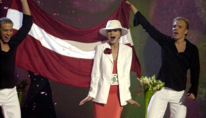 2002. gads: Jauna nauda, 'Jaunais laiks', uzvara Eirovīzijā