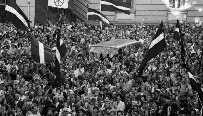 1990. gads: Atgriešanās neatkarībā
