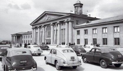 1954. gads: Pasaule lasa 'Gredzenu pavēlnieku', Rīgā sāk strādāt Latvijas Televīzija
